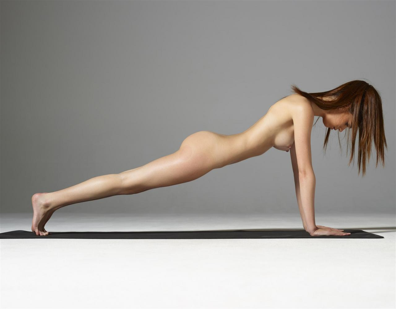 Posing nude pictures